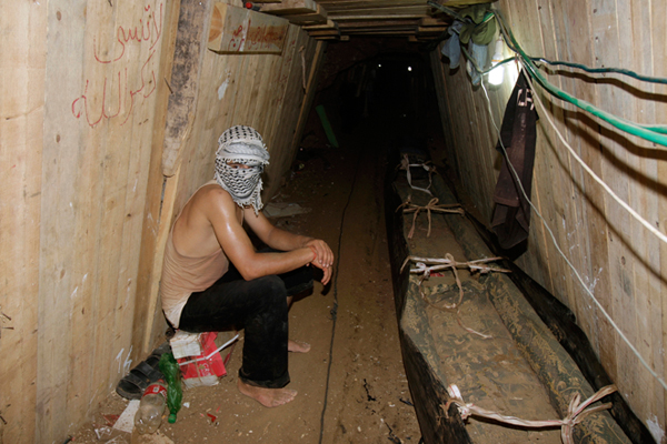 hamas tunnel into israel 001