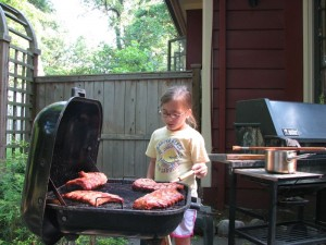 02-grill-girl